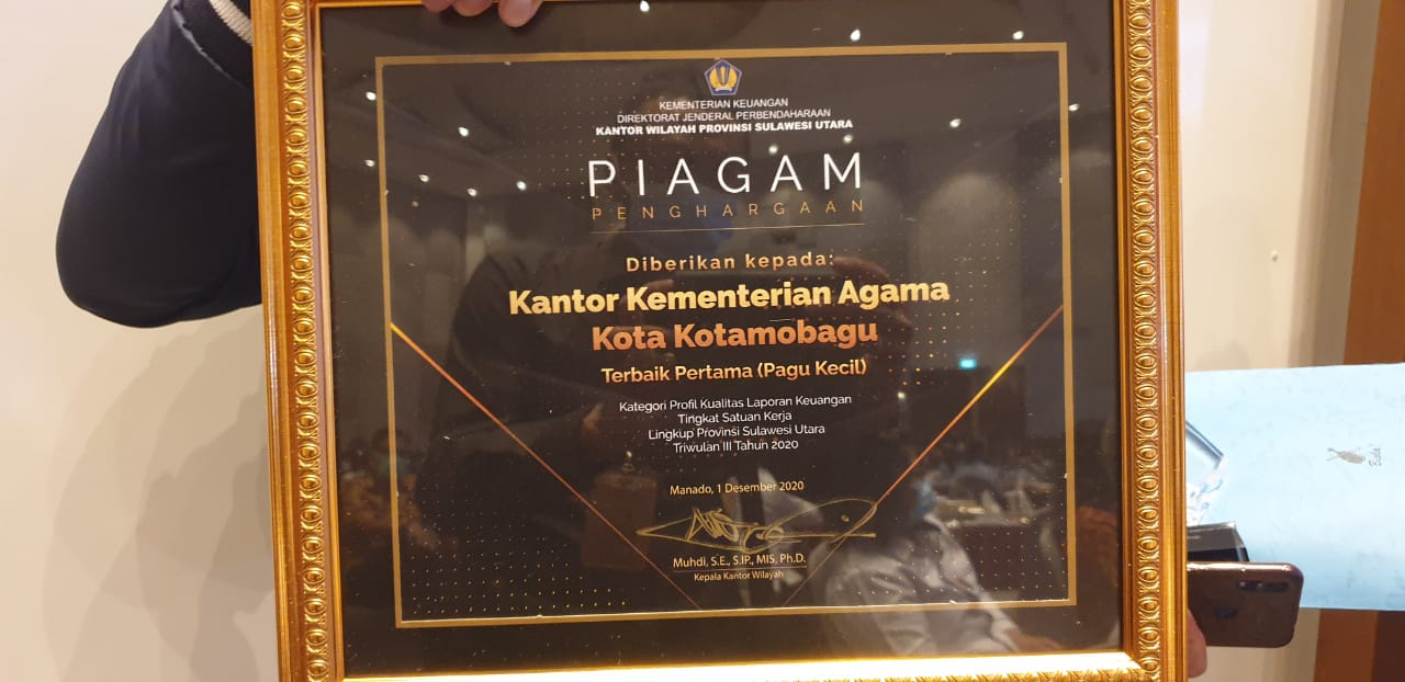 Piagam penghargaan Kantor Kementerian Agama Kota Kotamobagu
