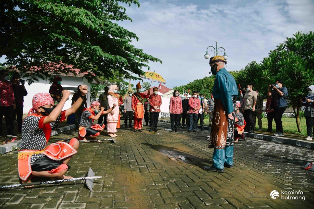 Tarian Tuitan menyambut Kunker Pjs Gubernur Sulut Agus Fatoni