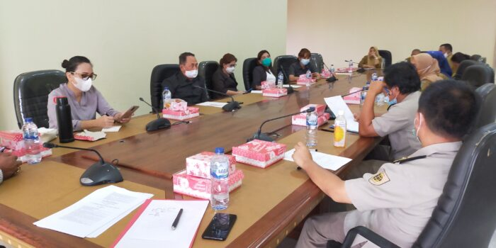 Suasana rapat dengar pendapat Komisi II (Dua) DPRD Bolmong dan BPN serta BKD Bolmong di ruang rapat komisi.