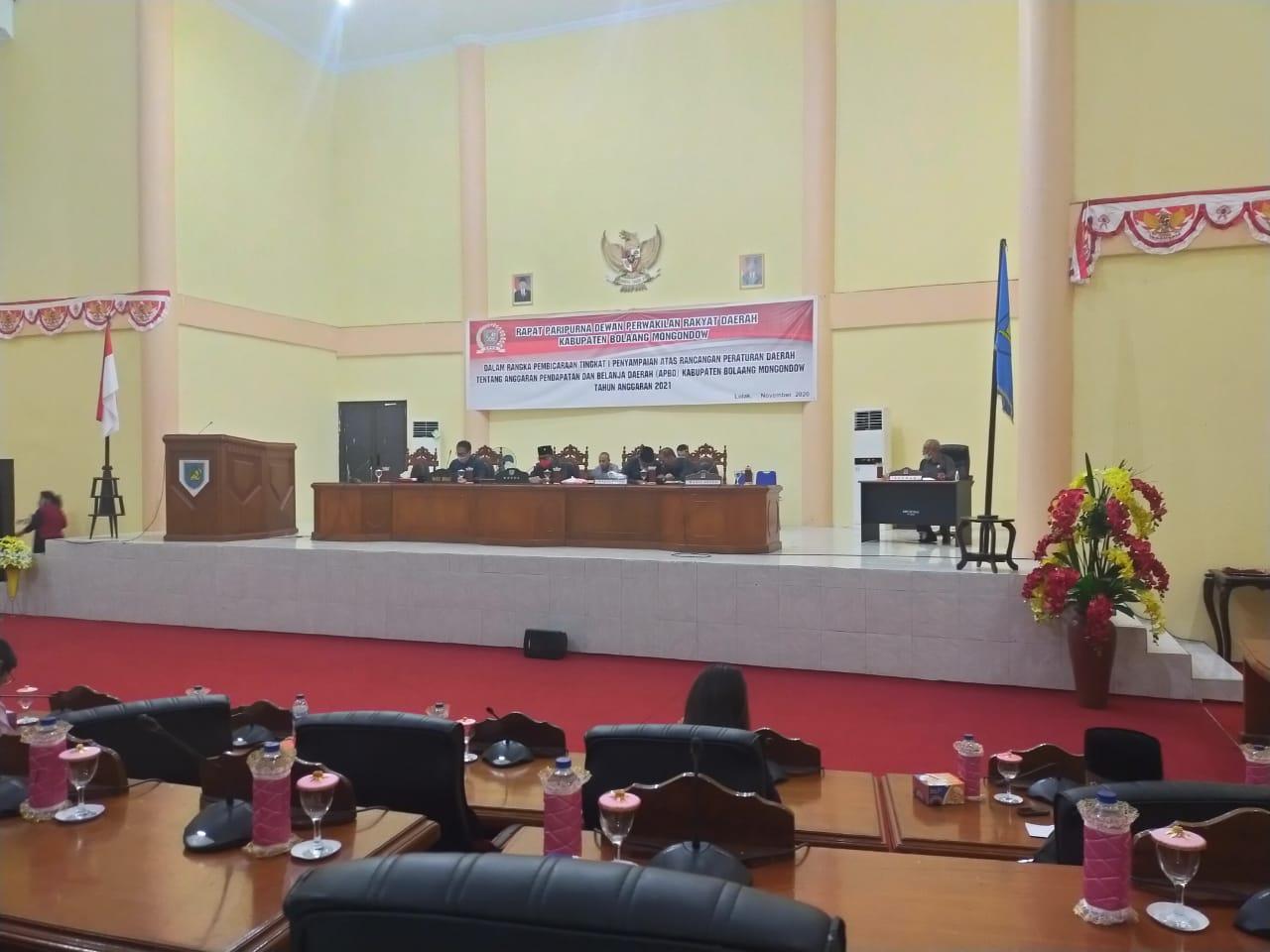 Pembahasan tingkat Satu Ranperda APBD Bolmong 2021 dipimpin langsung Ketua DPRD Welty Komaling.