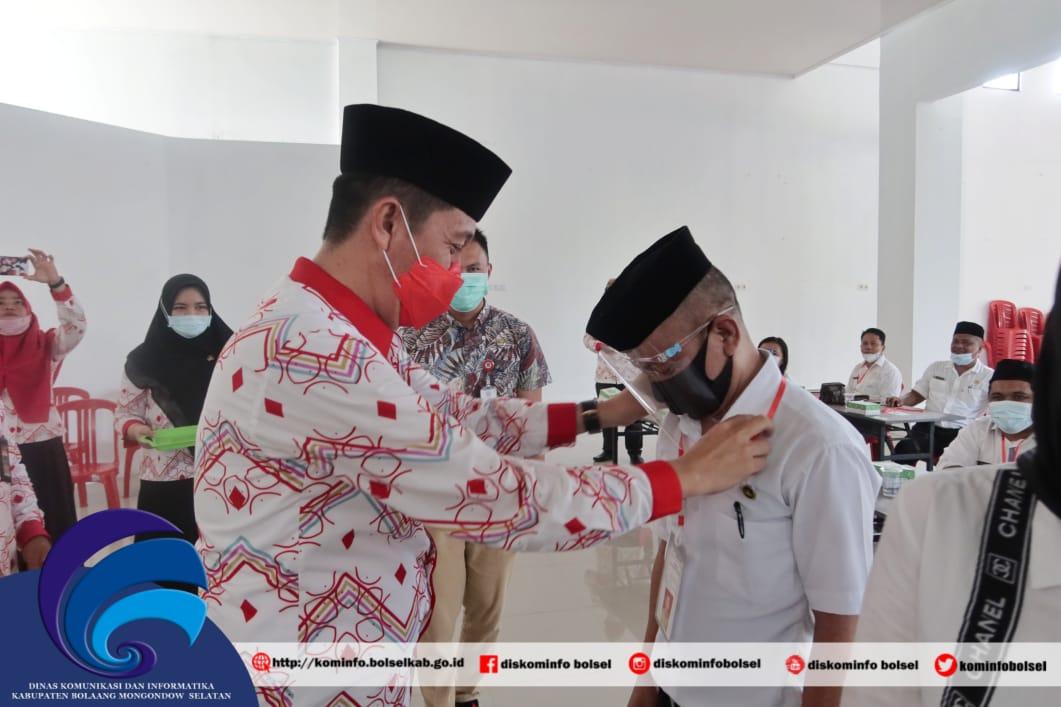 Bupati Iskandar saat menyatakan tanda peserta secara simbolis.