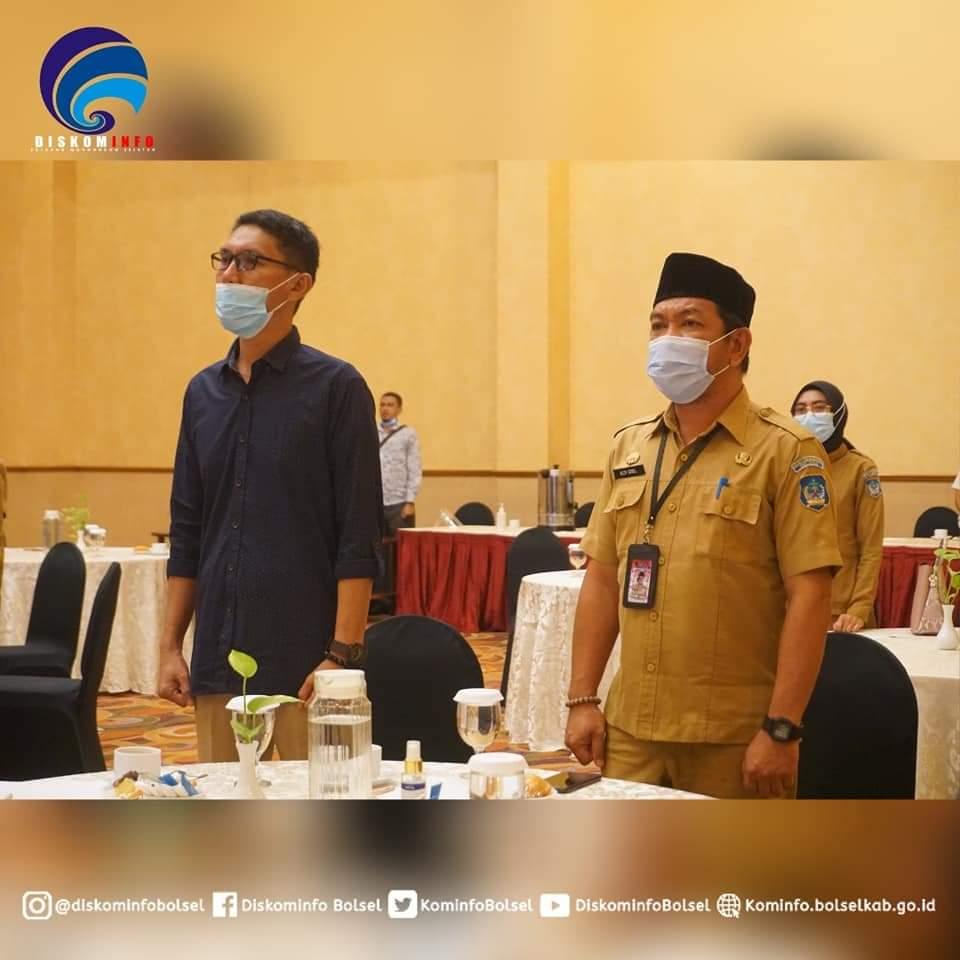 Ketua Komisi II DPRD Kabupaten Bolsel Zulkarnain Kamaru dan Kediskominfo Bolsel Aldy Gobel, saat menghadiri penandatanganan MoU Pemkab Bolsel bersama PT Indonesia Comnets Plus.