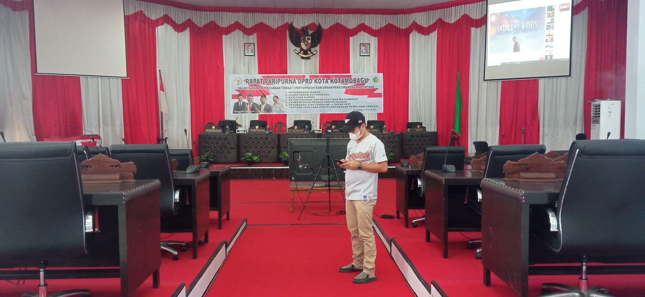 Suasana di dalam gedung paripurna DPRD Kota Kotamobagu.