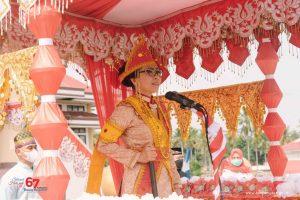 Bupati Yasti saat memberikan sambutan pada upacara peringatan HUT Bolmong.