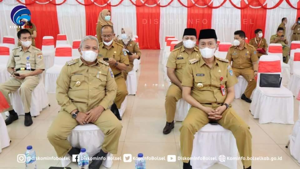 Bupati Iskandar Kamaru didampingi Sekda Marzanziuz A Ohy, dalam mengikuti K kegiatan sosialisasi.