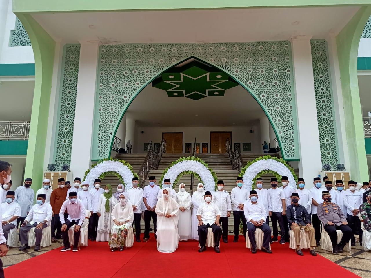 Suasana persemian Masjid Agung Baitul Makmur