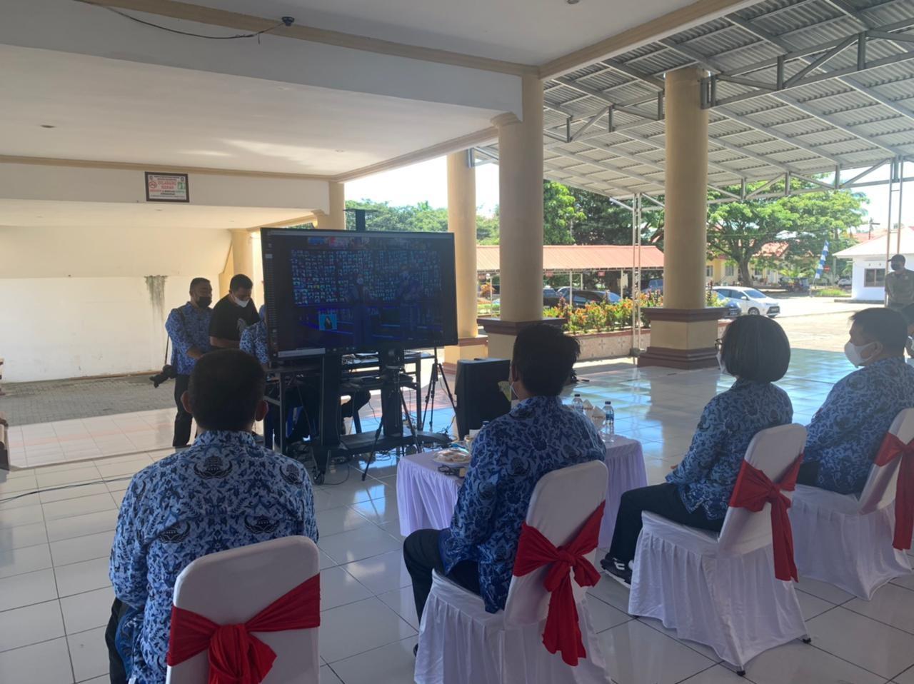 Tampak Bupati Yasti bersama beberapa pejabat di lingkungan Pemkab Bolmong saat mengikuti kegiatan upacara HKN ke-113 via Daring.
