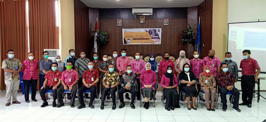 Foto bersama seluruh peserta Focus Grup Discussion terkait standar pelayanan publik BPS Bolmong