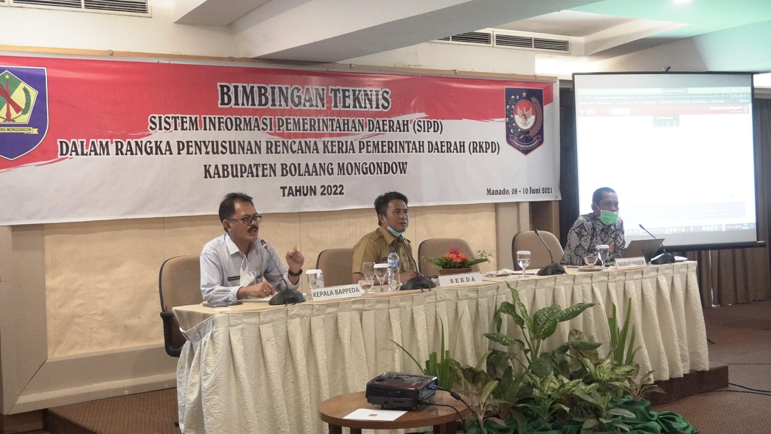 Terkait RKPD Bolmong tahun 2022, Pemkab Bolmong dan DPRD Bolmong laksanakan Bimtek