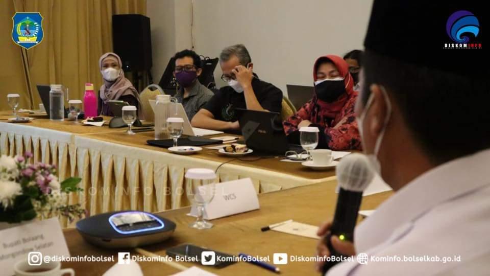 Bupati Iskandar Kamaru saat menghadiri kegiatan Penyerahan NKT Lanskap Bolsel. Bogor, Rabu (16/6).