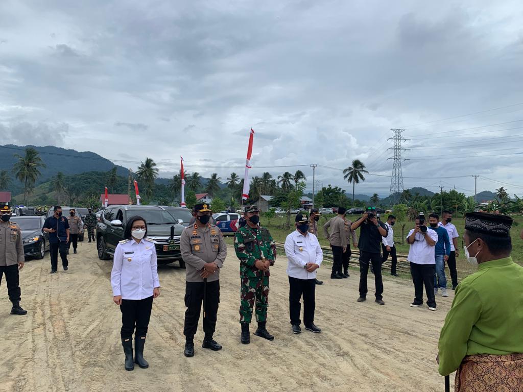 Penyambutan secara adat (itum-itum) kepada Kapolda Sulut dan Danrem 131 Santiago dalam rangka kegiatan kunker di Kabupaten Bolmong.