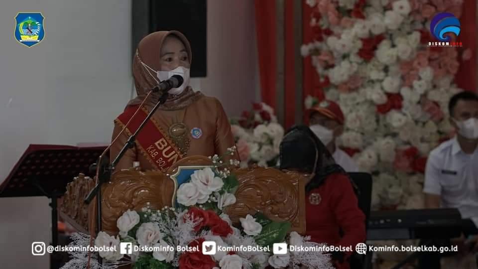 Kepala Dinas Pendidikan Bolsel,  saat memberikan sambutan di kegiatan Pengukuhan Bunda PAUD  kecamatan dan Desa se-Bolsel.