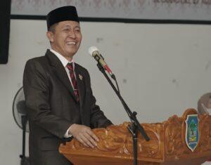 Bupati Bolsel Iskandar Kamaru, saat memberikan sambutan di kegiatan pelantikan dan pengambilan Sumpah Jabatan, di Aula Kantor Bupati Panango, Jumat (27/8).