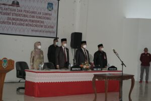 Iskandar Kamaru didampingi Wakil Bupati Deddy Abdul Hamid, Sekda Bolsel Marzanzius A Ohy, dan Ketua PKK Kabupaten Selpian Kamaru-Manoppo.