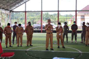 Tampak Bupati Bolsel Iskandar Kamaru, saat menyampaikan sambutan di kegiatan Vaksinasi di Lingkungan Pemkab Bolsel, Senin (20/9).